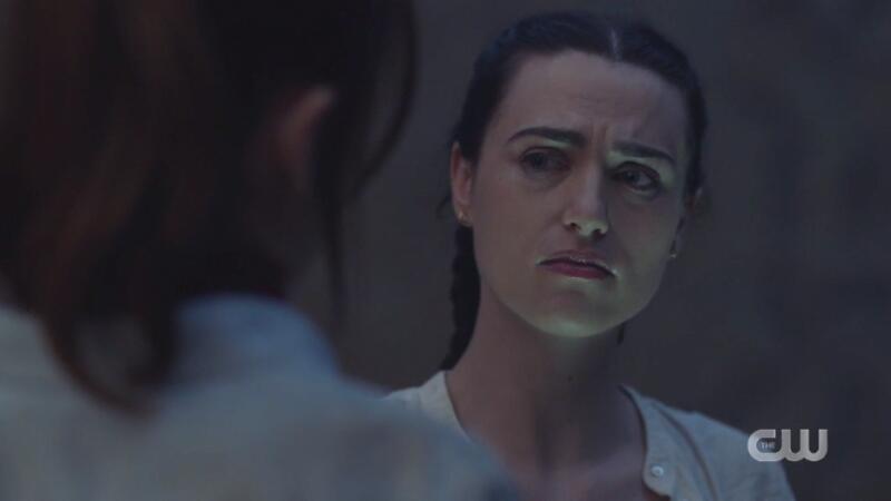 Lena looks so FUCKING SAD gah