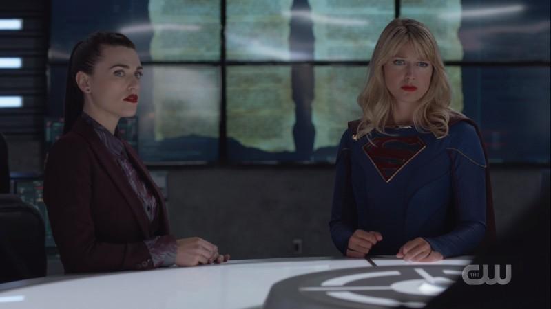 Lena and Kara at the center table at the DEO