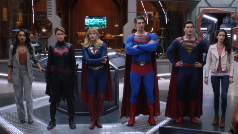 hero lineup of iris, batwoman, supergirl, ray-shaped superman, superman, and lois