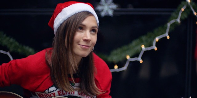 dom in a christmas hat