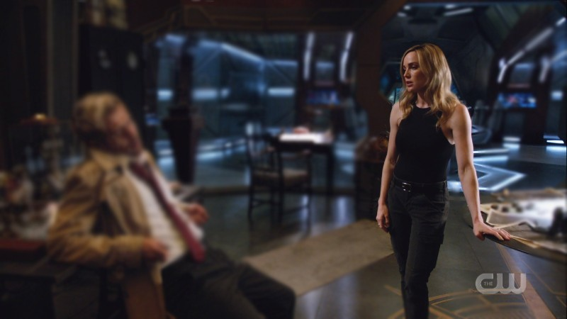 Sara and her FUCKING ARMS with a blurry Constantine in the background