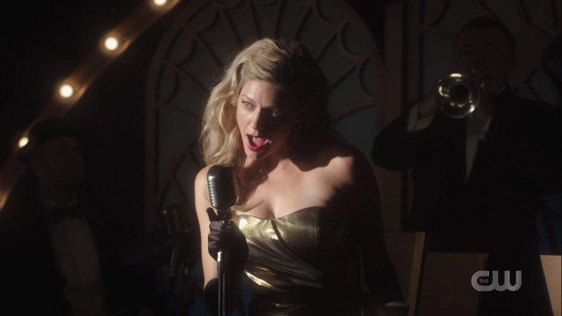 Ava sings