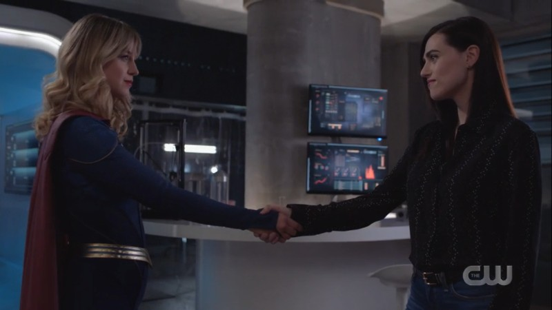 supergirl and lena shake hands