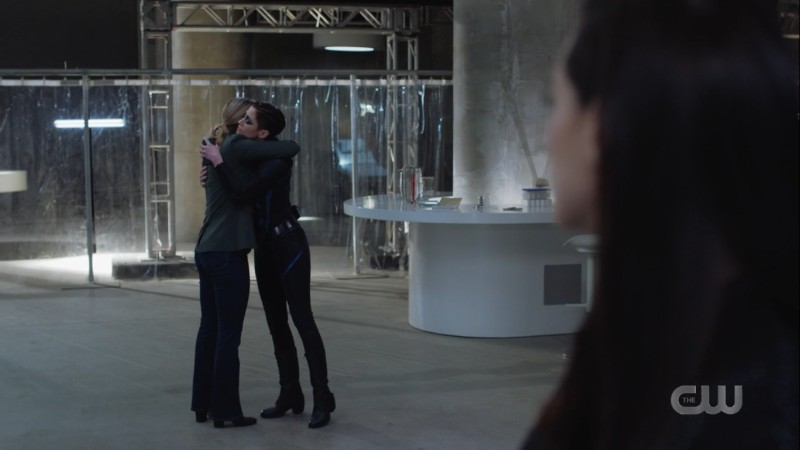 kara and alex hug while lena watches