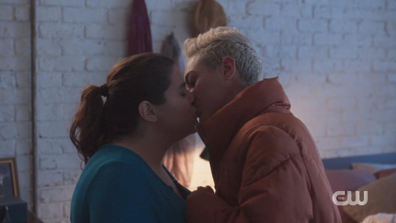sterling kisses jess