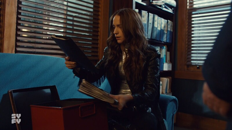 Wynonna reads files