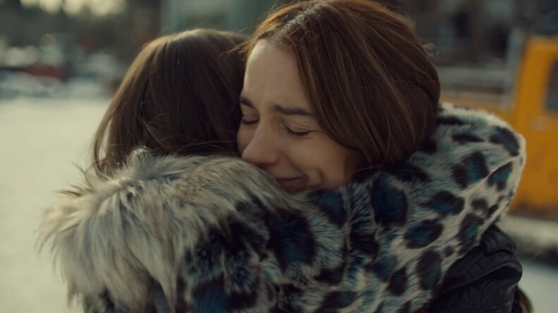 earp sisters hug