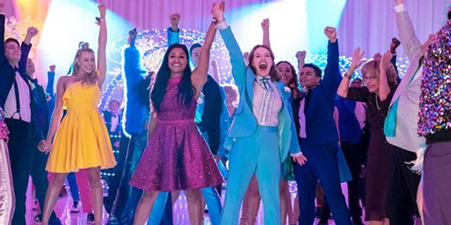 Jo Ellen Pellman as Emma Nolan and Ariana DeBose as Alyssa Greene in The Prom