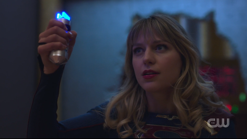 Supergirl recap: Supergirl holds up a piece of tech