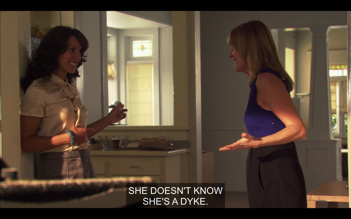 """Bette and Tina talking about their construction worker saying """"she doesn't know she's a dyke"""""""