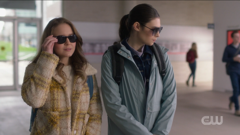 supergirl recap 6x05: Kara and Nia wear shades and try to look inconspicuous. Try being the operative word here.