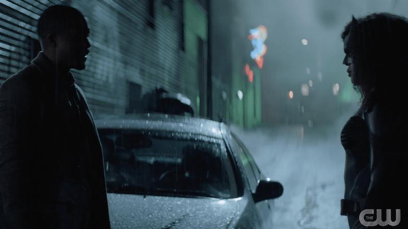 horten talking to batwoman in an alley