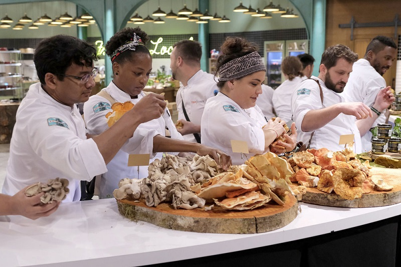 Maria picks out mushrooms for the quickfire challenge this week on Top Chef.