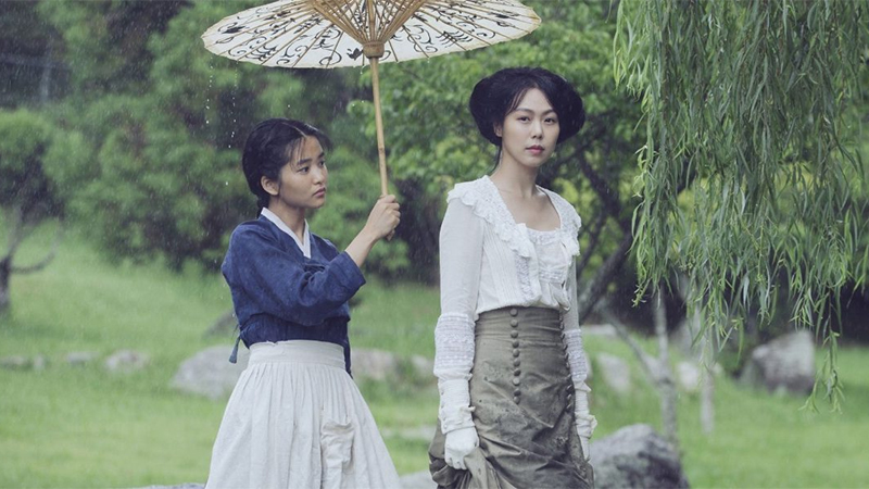 The women of The Handmaiden stand in the rain