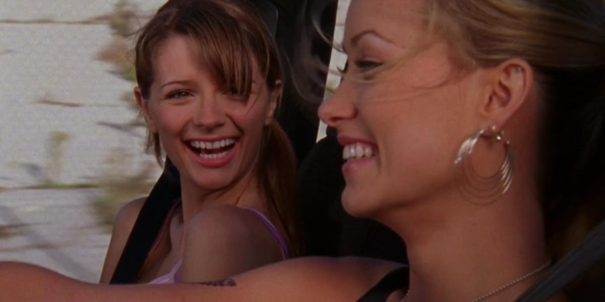 screenshot-from-the-accomplice-episode-of-the-oc-features-marissa-and-alex-laughing-in-a-car-together
