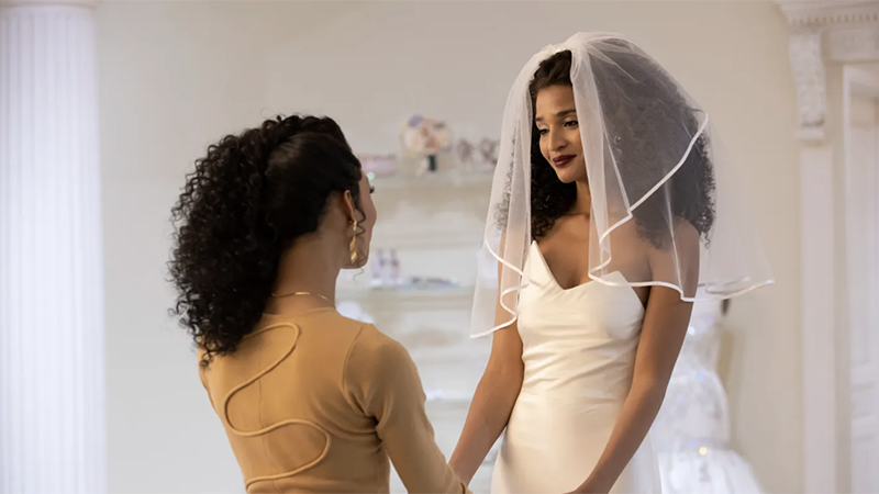 A mother-daughter bridal moment