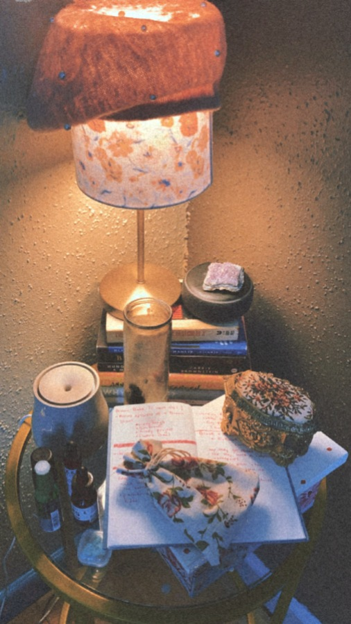 A very stylish bedside setup!