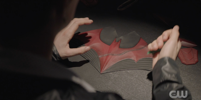 CirceKate does some damage with a knife to the Batwoman logo
