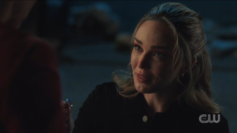 Legends of Tomorrow 607: Avalance proposal, Sara gets down on one knee with a ring