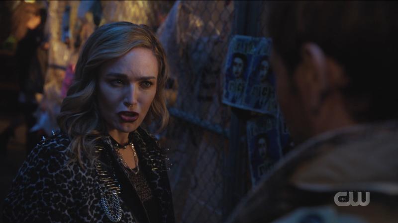 Sara looks suspicious of Constantine