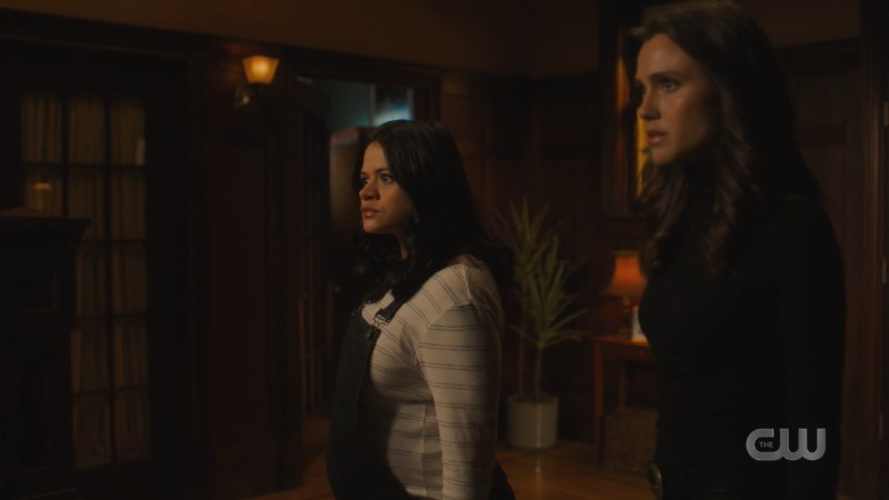 Charmed: Mel and Abi team up to vanquish a demon
