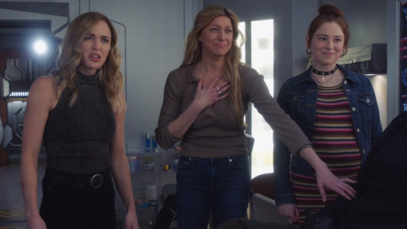 Legends of Tomorrow 610: Avalance, Ava and Sara, look at the ultrasound