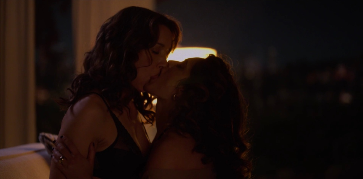 Bette and Gigi making out
