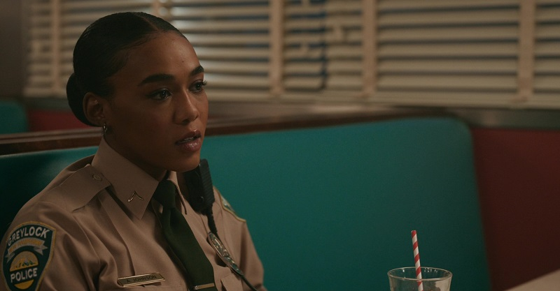 AJ is surprised when her friend calls her out on her affair with the former mayor's wife.