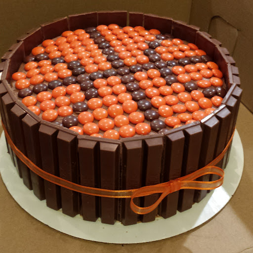 a cake that looks like a basketball with kit kits around the outside