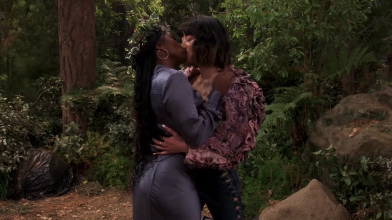Screenshot from iCarly: Harper and Double Dutch kissing like the beautiful gays they are