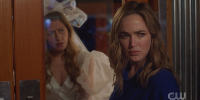 Legends of Tomorrow Episode 611: avalance; Ava in a crazy wedding dress, Sara looking determined