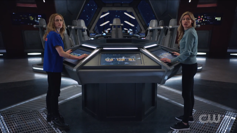 Legends of Tomorrow 612: Avalance, Ava and Sara looking at their team from the center console of the Waverider.