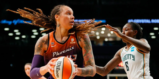Brittney Griner #42 of the Phoenix Mercury drives to the basket as Natasha Howard #6 of the New York Liberty.