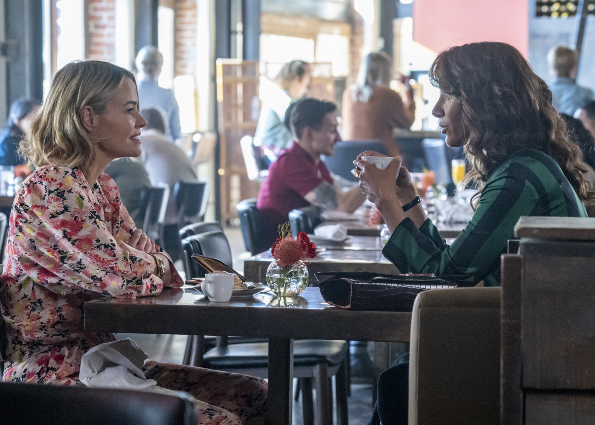 """(L-R): Leisha Hailey as Alice and Jennifer Beals as Bette in THE L WORD: GENERATION Q """"Light"""". Photo Credit: Isabella Vosmikova/SHOWTIME."""