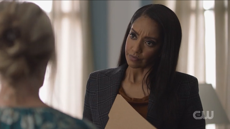 Supegirl recap 609: Kelly looks serious and holds a file folder.