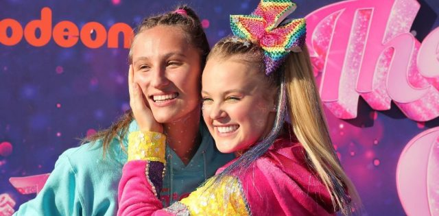 """ASADENA, CALIFORNIA - SEPTEMBER 03: (L-R) Kylie Prew and JoJo Siwa attend a drive-in screening and performance for the Paramount+ original movie """"The J Team"""" at the Rose Bowl on September 03, 2021 in Pasadena, California. (Photo by Leon Bennett/Getty Images)"""