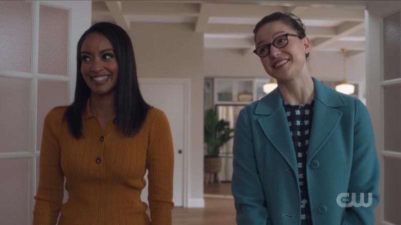 Kelly and Kara smile amusedly at Alex