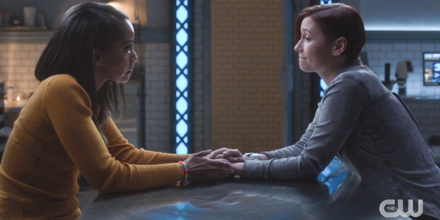 Supergirl recap 615: Alex Danvers and Kelly Olsen aka Dansen hold hands over the table